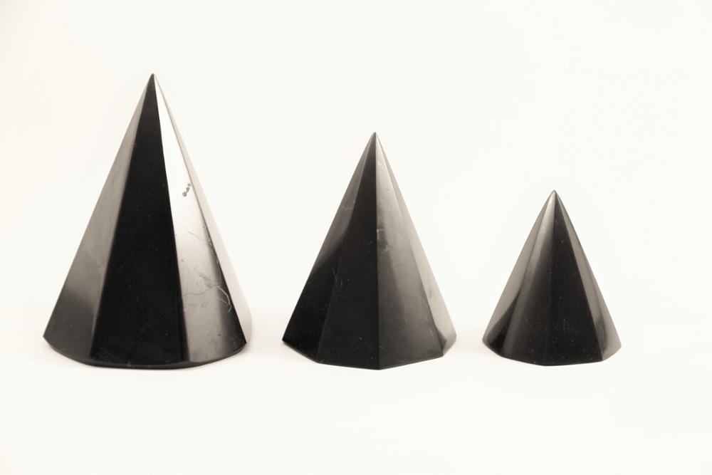 Schungit-Pyramide achtkantig-582