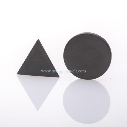 Schungit-Scheibe und Dreieck aus Talkchlorid-422