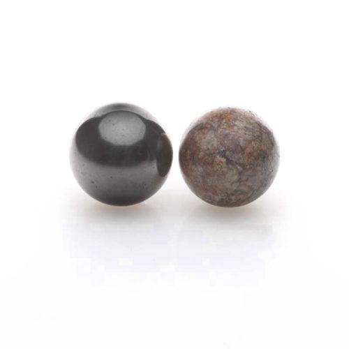 Schungit-Kugel und Granit poliert-0